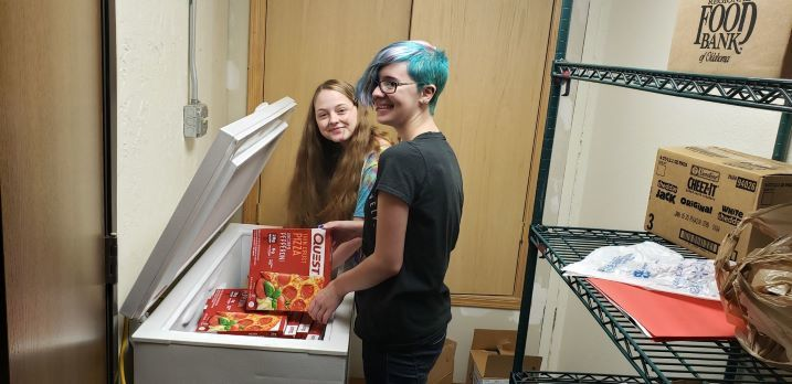 Gateway Student Council help out in the school's food pantry